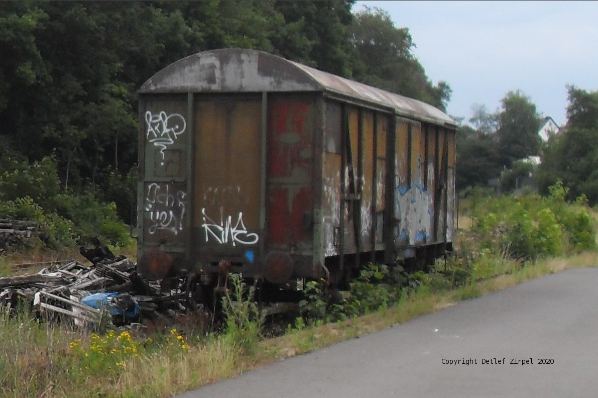 Also the wagons covered with graffiti shall be removed...