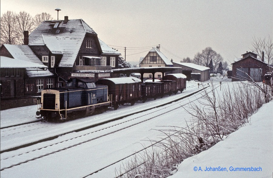 Waldbröl Station - still with engine shed and the connecting track to the light railway Bielstein - Waldbröl (Photo Axel Johanßen)