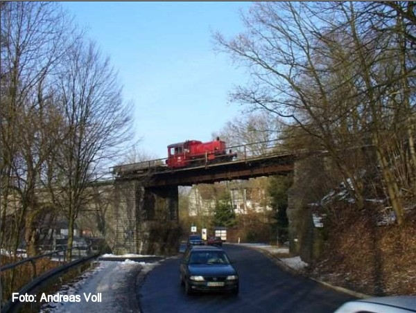 A working train on the Denklingen replacement bridge in 2006 (Photo Andreas Voll)
